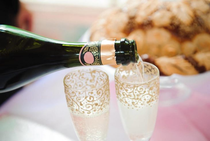 How To Make Your Wedding Memorable With Personalized Wine Glasses