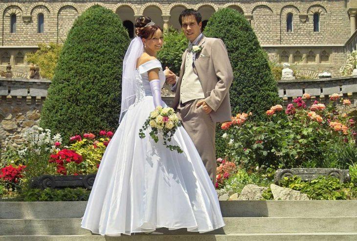 Factors To Keep In Mind Prior To Hiring A Wedding Dress Designer