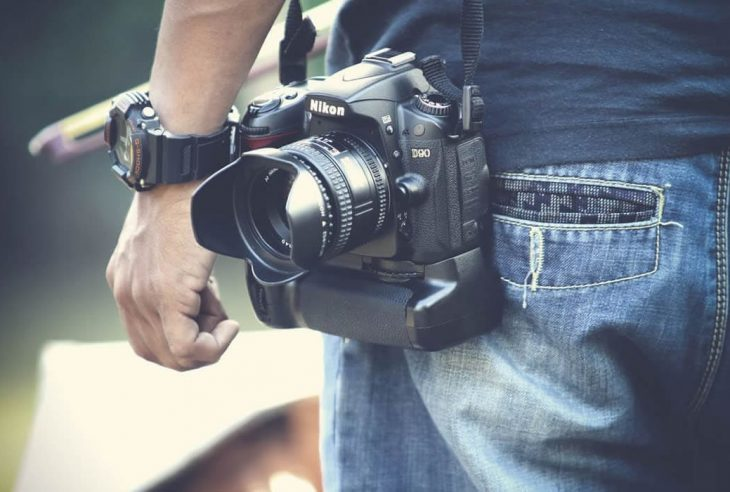 Dos and Don'ts When Assisting Your Wedding Photographer