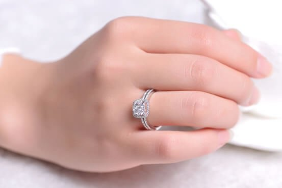 What To Look While Buying A Real Diamond Engagement Ring