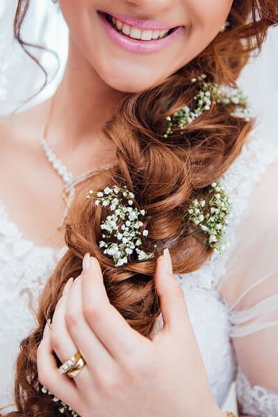 How to Choose the Perfect Wedding Hairstyle for You