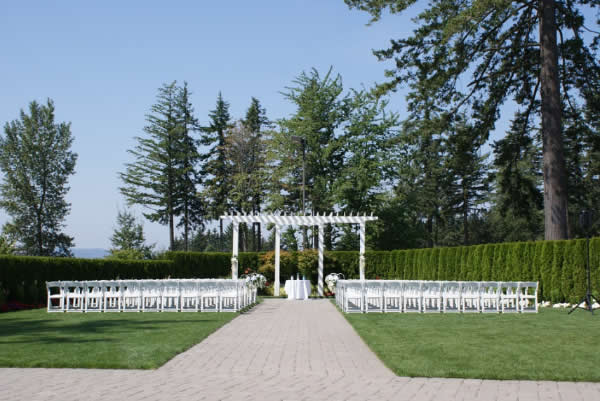 4 Must-Haves for an Outdoor Summer Wedding